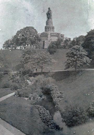 Bismarckdenkmal im Alten Elbpark (Postkarte 1914)